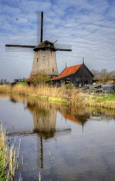 windmill Delft Pottery Netherlands Find great vintage & antique finds at… Old Windmills, Beaux Villages, Water Tower, Old Barns, Le Moulin, Beautiful Landscapes, Landscape Photography, Travel Photography, Places To See