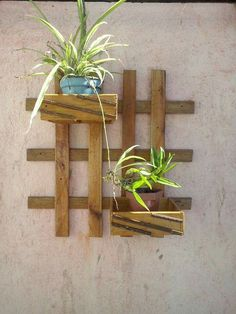 Unique simple diy pallet project home decor ideas - Pallet Projects House Plants Decor, Plant Decor, Decorated Flower Pots, Vertical Garden Diy, Diy Plant Stand, Flower Stands, Wood Planters, Easy Diy, Simple Diy