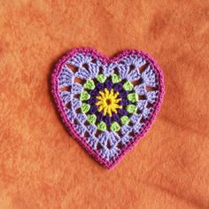 ♥ⓛⓞⓥⓔ♥ Sunburst Granny Hearts: free pattern by Bunny Mummy. I love this design! I could almost picture it in a shadow box!  ¯\_(ツ)_/¯