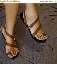 Marrón sandalias planas de cuero   Strappy por EllenRubenBagsShoes  Гладиаторские Сандалии bcc49d74cd4e0