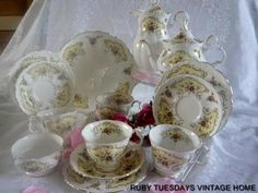 ROYAL ALBERT SEPTEMBER ROSES TEA SET £99