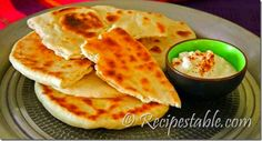 Naan is expensive at the grocery store but fairly easy to make. It's a must to have this tasty bread accompany an Indian dish. South African Recipes, Indian Food Recipes, Yummy Recipes, Yummy Food, Wow Recipe, Paneer Dishes, Ramadan Recipes, Korma, Indian Dishes