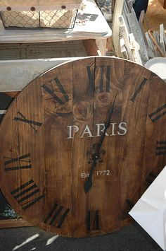 This large clock could be made from old pallets or leftover wood boards. Minus the word Paris. maybe replace wiht family last name Pallet Clock, Pallet Crates, Diy Pallet, Pallet Wood, Stained Glass Birds, Reclaimed Wood Projects, Recycled Pallets, Recycled Wood, Diy Clock