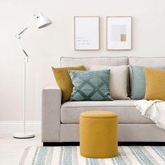 Claud puf con arcón / Práctico y con estilo Claud, un puf con almacenaje tapizado en tela Sunne mostaza. Puedes utilizarlo como mesa centro para el salón o como asiento auxiliar. ¡Te encantará! Throw Pillows, Pillows, Home, Bed