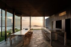 Cowes Bay Residence, Waiheke Island, New Zealand - The Cool Hunter - The Cool Hunter Waiheke Island, Whidbey Island, Hiking Spots, Beautiful Family, Paros, The Locals, Interior Architecture, Interior Design, Contemporary Architecture
