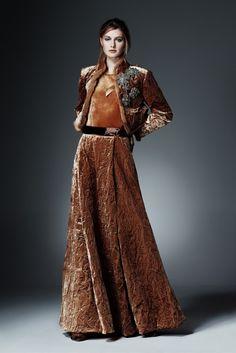 Alberta Ferretti 2015 Pre-Fall Koleksiyonu - Sofistike süslemeleri, kabartma motifleri, antik görüntüsü ve zengin dokunuşlu kadın giysileri ile Alberta Ferretti 2015 Pre-Fall Koleksiyonu