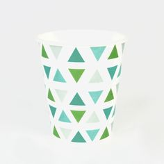 8 green triangle paper cups