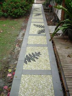12 DIY Pebble Mosaics For The Restless
