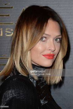 Caroline Receveur attends the Gold Obsession Party - L'Oreal Paris : Photocall as part of the Paris Fashion Week Womenswear Spring/Summer 2017 on October 2016 in Paris, France. Caroline Receveur Hair, Medium Hair Styles, Short Hair Styles, Amber Hair, Dip Dye Hair, Pelo Bob, Corte Y Color, Hair Today, Gorgeous Hair