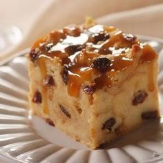 Raisin Bread Pudding --- Serve this delicious Raisin Bread Pudding with whipped cream or with milk for breakfast for a change of pace. Or just serve it as a delicious dessert! Köstliche Desserts, Delicious Desserts, Yummy Food, Cuban Desserts, Pudding Recipes, Cake Recipes, Dessert Recipes, Bread Recipes, Raisin Bread Pudding