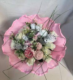 Επιλέξτε τιμή! Μπουκέτο ανθοδέσμης με τριαντάφυλλα φτιαγμένα από μωρουδιακά ρουχα για νεογέννητο κοριτσάκι Baby Bouquet, Floral Wreath, Wreaths, Home Decor, Floral Crown, Decoration Home, Door Wreaths, Room Decor, Deco Mesh Wreaths
