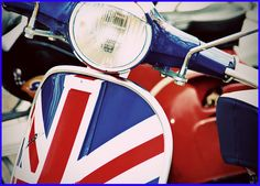 Vespa vintage scooter - the myth Mod Scooter, Scooter Motorcycle, Scooter Girl, Vespa Scooters, Union Jack Dress, Small Flags, British Invasion, Desert Boots, British Style