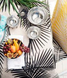 Tropical textiles from H&M Home Deco Jungle, H & M Home, Sweet Home, Piece A Vivre, Textiles, Kitchen Linens, Tropical Decor, Tropical Prints, Design Museum