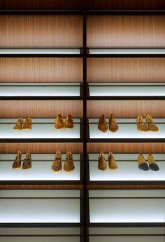 Made in Italy, project by Piero Lissoni for Porro: Moduli a Giorno storage closet for shoes. Closet Storage, Luxury Furniture, Modern Interior, Interior Design, Italian Design, Contemporary Design, Luxe Interiors, Modern, Home Decor