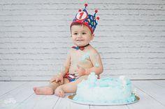 Hoy ha venido a celebrar su cumpleaños con nosotros Saúl. Si quieres unas fotos así de tu nene pídenos presupuesto sin compromiso.  #cumpleaños #Saul #bebe #niño #tarta #corona