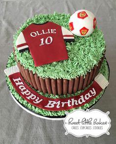 Arsenal football fan and chocolate fan too :-) cake is choc sponge with choc cream, with choc fingers around the cake. Chocolate Finger Cake, Arsenal Football, No Bake Cake, Fingers, Birthday Ideas, Goodies, Birthdays, Cupcakes, English