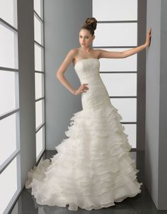 Chic strapless multilayer chapel train bridal gowns