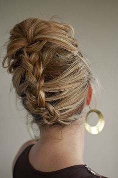 Braid updo. I can't figure out how she did it, other than she appears to have started at the bottom and worked her way up to a pony? Ideas, anyone? Reverse French Braids, Reverse Braid, Upside Down French Braid, Braided Updo, Braided Hairstyles, Cheveux Clairs, Hair Romance, Great Hair, Awesome Hair