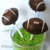 Football & Soccer Cake Pops as guest gift?
