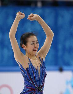 フィギュアスケート女子フリーでの演技を終え、感極まる浅田真央 =20日、ロシア・ソチのアイスベルク・パレス(大里直也撮影)
