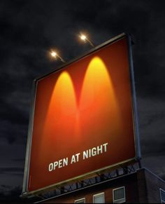 I hate the food and i never eat there.. but it's a pretty cool billboard concept.