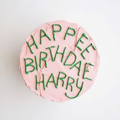 "⚡️HAPPEE BIRTHDAE HARRY⚡️ Hagrid's classic chocolate cake is available by the slice today! See our entire menu below, we're celebrating Harry Potter's birthday today with lots of magical items! • Maca""Ronald Weasley's"" (butterbeer, salted caramel, cookie dough, birthday cake Oreo, sour cherry blaster, brownie batter, cotton candy, dunkaroo, fuzzy peach, rose, piña colada, London fog) • ""Dumbledore""o's (cookies and cream, s'mores, dark chocolate covered peanut butter) • Cupcakes (golden…"