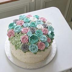 Buttercream Flower Cake, Mom Cake, Blooming Flowers, Cake Cookies, Birthday Cakes, Cake Ideas, Desserts, Chocolate, Cakes