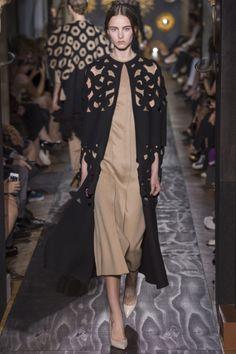 Sfilata Valentino Paris - Alta Moda Autunno-Inverno 2013-14 - Vogue