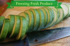 Freezing Fresh Produce- Tips for Freezing Fruits, Vegetables, Herbs Freezing Vegetables, Freezing Fruit, Fruits And Veggies, Frozen Vegetables, Frozen Fruit, Frozen Meals, Freezer Cooking, Cooking Tips, Freezer Recipes