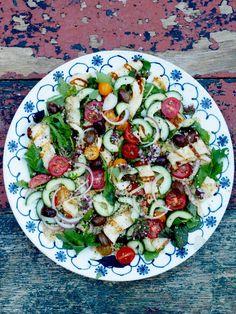 Halloumisalat Pasta Salad, Cobb Salad, Couscous, Halloumi Salad, Frisk, Mat, Ethnic Recipes, Snacks, Food