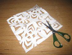 Her får du inspiration til at klippe et gækkebrev som du kan bruge når du i påsken sender gækkebreve ud. Du kan også få inspiration til gækkebrevsrim.