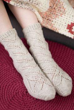 Pitsineulesukat Crochet Slippers, Knit Crochet, Knitting Socks, Knitted Hats, Knit Socks, Handicraft, Mittens, Tights, Clothes