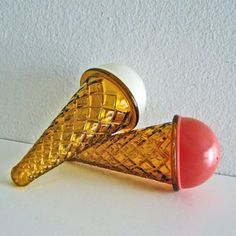 Vintage Icecream Cone Salt and Pepper Shakers by ismoyo on Etsy Vintage Ice Cream, Ice Cream Party, Salt And Pepper Set, Vintage Dishes, Vanilla Flavoring, Cream And Sugar, Salt Pepper Shakers, Novelty Items, Spice Things Up