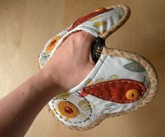 Butterfly shaped pot holder/oven mitt