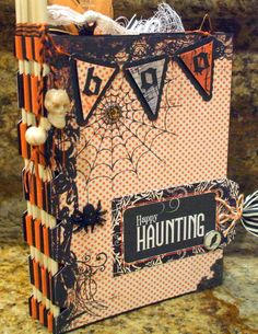 Halloween album - already have 2 Halloween albums but always looking out for a new idea for the next one we need. This is a good one for future albums! Halloween Mini Albums, Halloween Scrapbook, Halloween Tags, Holidays Halloween, Spirit Halloween, Halloween Paper Crafts, Halloween Projects, Round Robin, Mini Scrapbook Albums