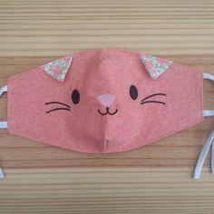Máscara de tecido de Bichinhos - Panda no Face Masks For Kids, Easy Face Masks, Diy Face Mask, Sewing Hacks, Sewing Crafts, Sewing Projects, Diy Crafts, Sewing For Kids, Baby Sewing