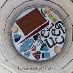 einen Blick in meinen Brennofen ;-))  bunte Fliesenstücke in Herzform für mein Mosaik, Buchstaben ''eXecute'', Schmuckschale und ein Pflanzuntersetzer kreativesbypetra #Keramik #ceramik #brennofen #Glasur #glasurbrand #glaze #ton #töpfern #töpferei #plattentechnik #herzen #fliesen #schmuckschale #buchstaben #Pflanzuntersetzer #botz Petra, Cake, Desserts, Mandalas, Jewelry Dish, Colour Pattern, Mosaics, Work Shop Garage, Letters