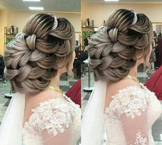 Low Chignon is a modern bridal hair messy bun which appears amazingly wonderful on bridesmaid too. Low Chignon is a modern bridal hair messy bun which appears amazingly wonderful on bridesmaid too. Best Wedding Hairstyles, Elegant Hairstyles, Bride Hairstyles, Messy Hairstyles, Floral Wedding Hair, Long Bridal Hair, Peinado Updo, Low Chignon, Bridal Chignon