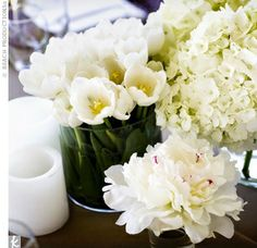 White spring center pieces by Beneva Flowers