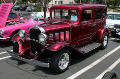 1932 Chevrolet 4d sdn - rod - candy red - fvl