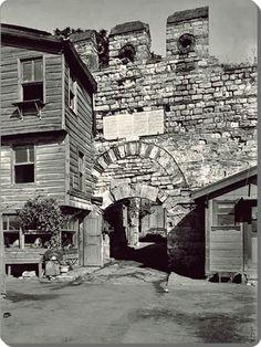 1960 Ahırkapı  Tarihin yok edemediği yapıtlar