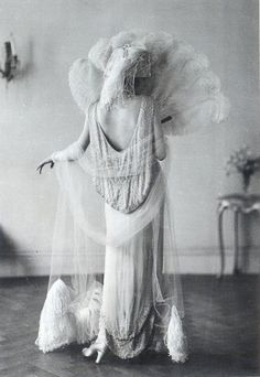 Evening gown (1924) by Norman Hartnell.