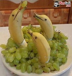 Banana Fish Fruit Art [ More Fruit Art Pictures: http://www.picsgag.com/food-pictures/ ]