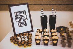 beyonce festa, tema diva, flawless, decor, gold, black, white, decoração, preto, branco, dourado, coroa, queen, rainha, party, poster, food, table, mesa de doces, bolo, cake, candy, diy