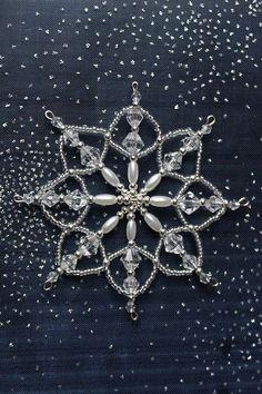 Vánoční hvězda - č.207 Diy Christmas Snowflakes, Beaded Christmas Decorations, Snowflake Craft, Beaded Christmas Ornaments, Snowflake Ornaments, Christmas Jewelry, Handmade Christmas, Christmas Crafts, Beaded Snowflake