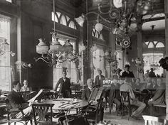 Cafe Central in Budapest. Photography. About 1910. (Photo by Imagno/Getty Images) [Cafe Central in Budapest. Photographie. Um 1910.].