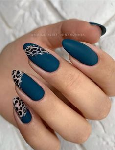 Want some ideas for wedding nail polish designs? This article is a collection of our favorite nail polish designs for your special day. Classy Almond Nails, Natural Almond Nails, Short Almond Nails, Almond Shape Nails, Classy Nails, Short Nails, Trendy Nails, Classy Nail Designs, Winter Nail Designs