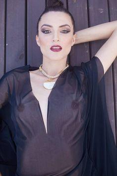 PH: Sérgio Bochert Beauty: Queli Moura Acervo: Yang Modeladores Produção+Styling: Ya Lorenz Agência: Donaire Modelo: Tailaine Monteiro
