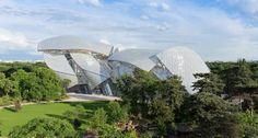 Localizado no Bois de Boulogne, o prédio projetado pelo arquiteto Frank Gehry recebe mostras de artistas contemporâneos