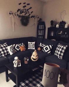 Try these exciting Halloween home decor ideas to bring in the creepy & spooky effect in your home for Halloween. These are all DIY Halloween Decor ideas. Halloween Living Room, Casa Halloween, Halloween Bedroom, Holidays Halloween, Halloween Snacks, Pretty Halloween, Halloween Kitchen Decor, Halloween Stuff, Halloween Drawings
